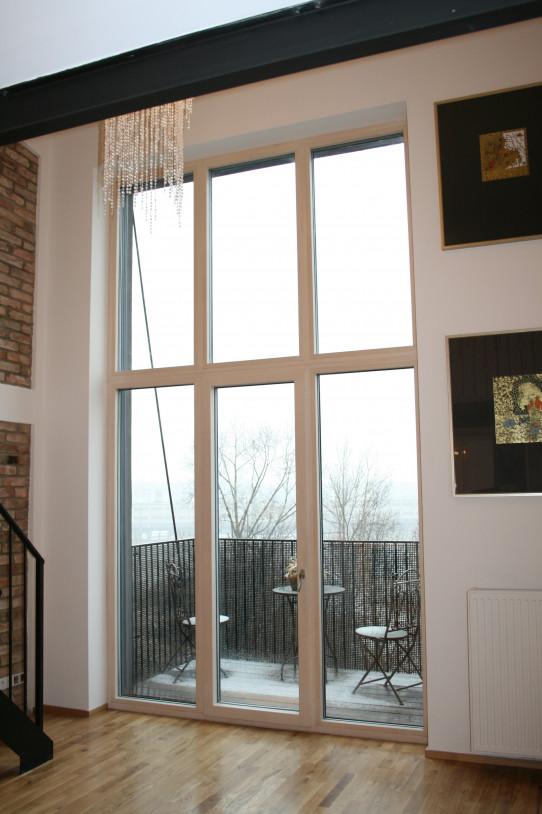 Velká dřevěná okna s trojsklem