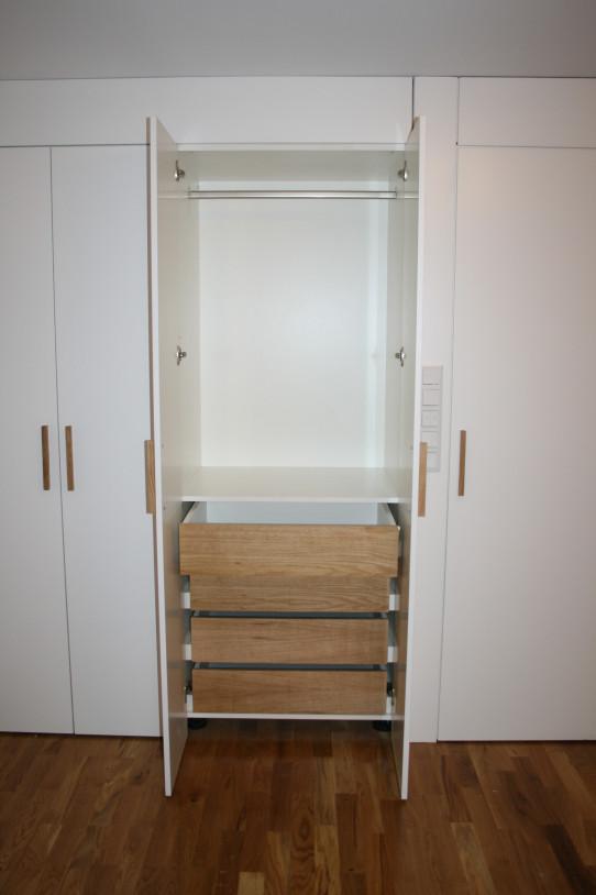 Praktické skříně včetně šuplíků