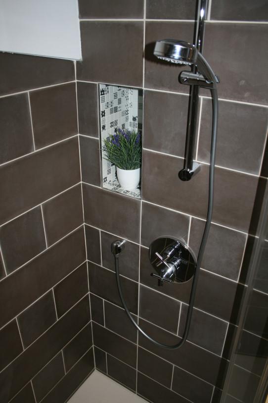 Praktická nika ve sprše